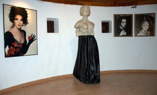 Planta superior-Busto y cuadros