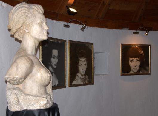 Planta superior-Primer plano escultura y cuadros