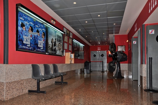 Cines Renoir Audiorama-Pasillo interior-Foto AtmosferaCine