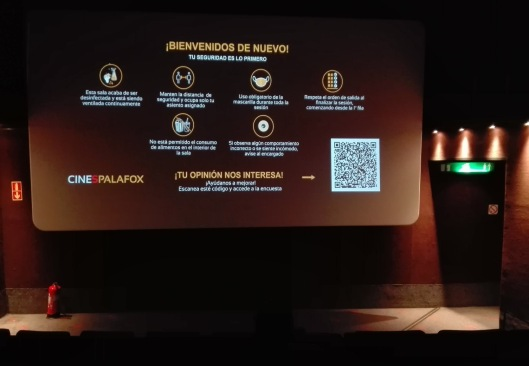 Cines-Aviso Bienvenida-Palafox-Zaragoza-Foto Atmosfera Cine