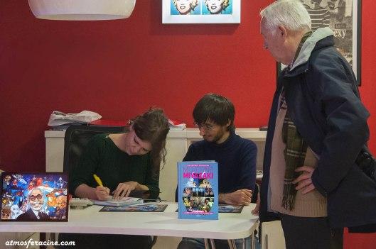 Alvaro Lopez Martin-Marta Garcia Villar-firmando libros en La ventana indiscreta-Zaragoza-Foto Atmosferacine
